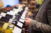 Os vinhos são uma das bebidas mais populares do mundo e uma dass mais caras também, dependendo do seu ano de origem, podendo valer milhares de dólares